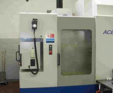 Vertical machining center With pallet changer DAEWOO