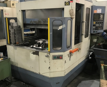 Vertical machining center With pallet changer FAMUP