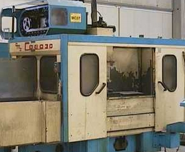 Vertical machining center With pallet changer OMZ